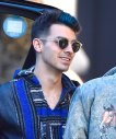 111815-joe-jonas-blue-hair